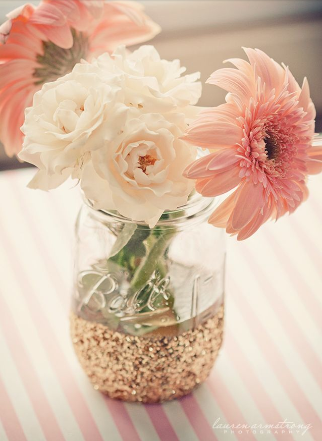 mason jar dipped in glitter :: easy diy vase